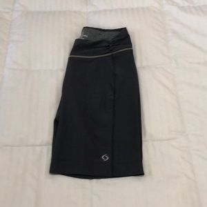 Moving Comfort Running Wide Leg Shorts Size S